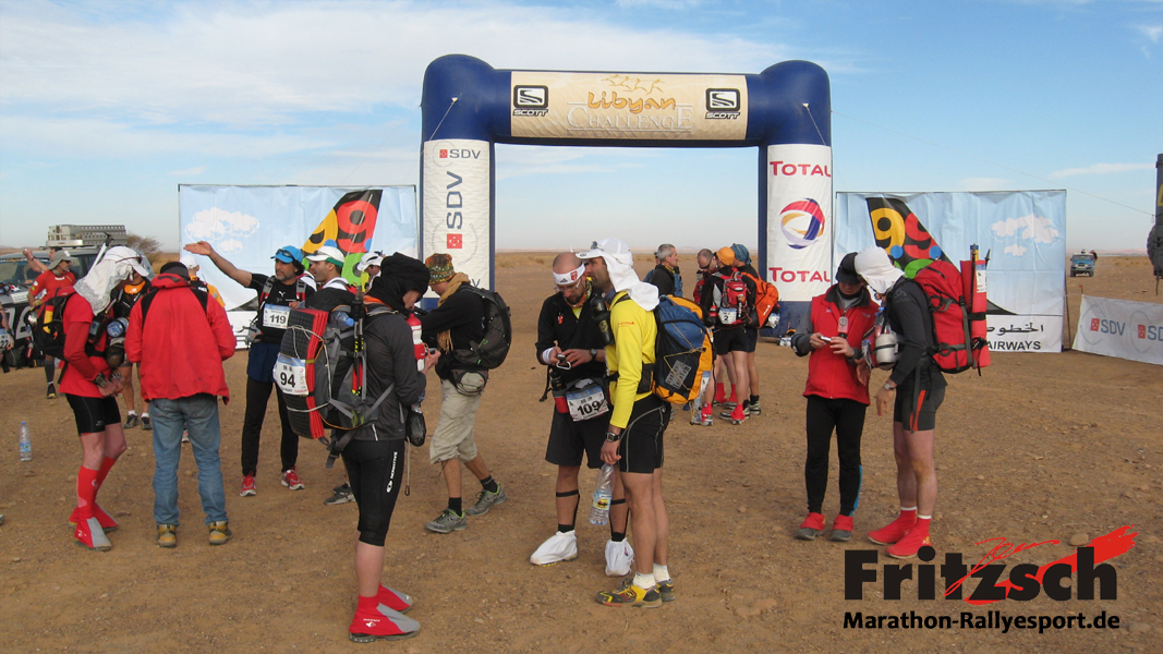 Start of the extreme desert run with 115 participants